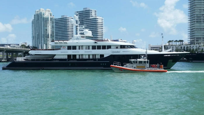 051415+yacht+runs+aground+near+miami+beach+uscg (700x393, 46Kb)