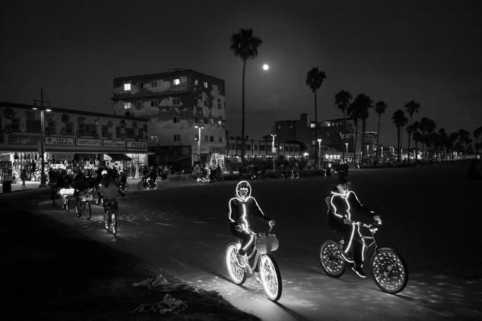143707395 091418 1040 32 В Лос Анджелесе есть «Венеция»: фотографии безудержного веселья