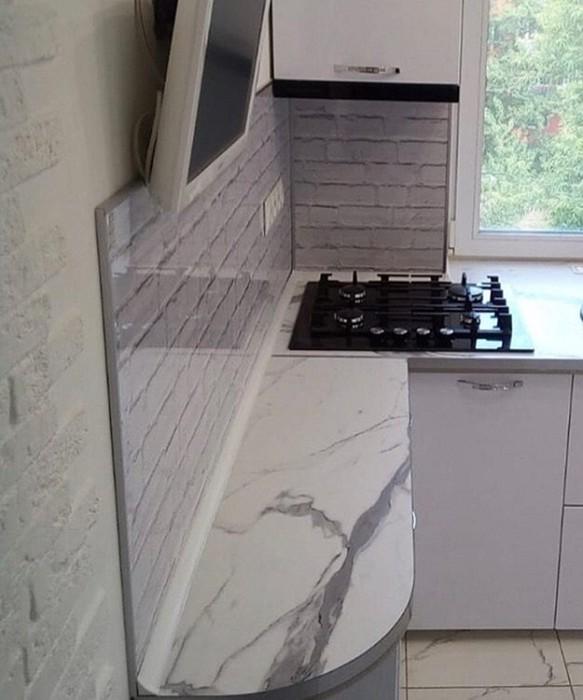 143764923 091718 1231 8 Как с комфортом обустроить маленькую кухню в «хрущевке»