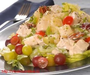 Салаты с фруктами и курицей