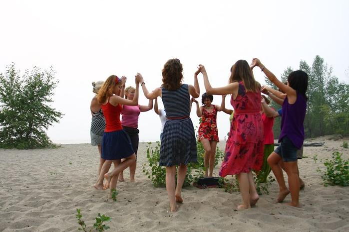 танцы кругом фото каждый приличный мужской