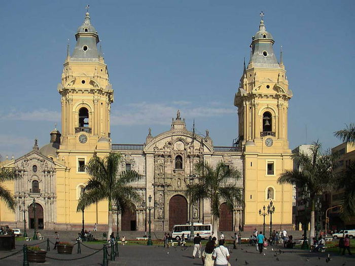 Cathedral-of-Lima (700x525, 352Kb)