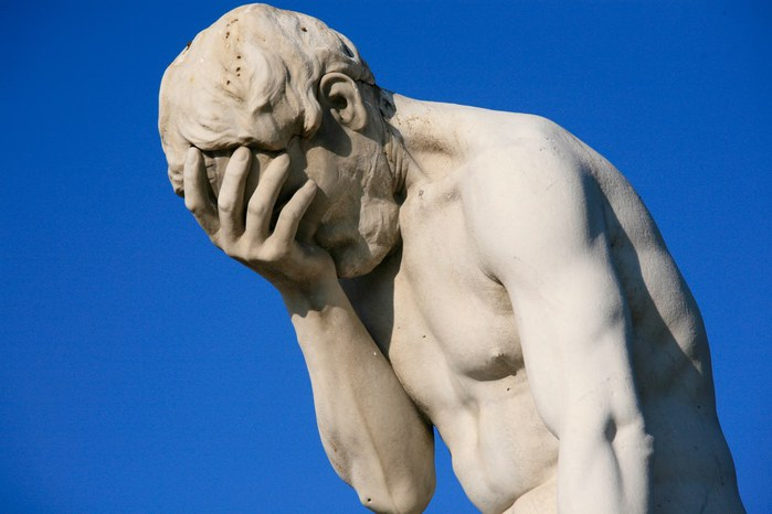 4425087_Paris_Tuileries_Garden_Facepalm_statue (700x466, 51Kb)