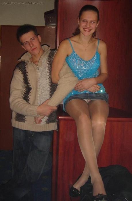 У жены и тещи под юбкой на улице фото #13