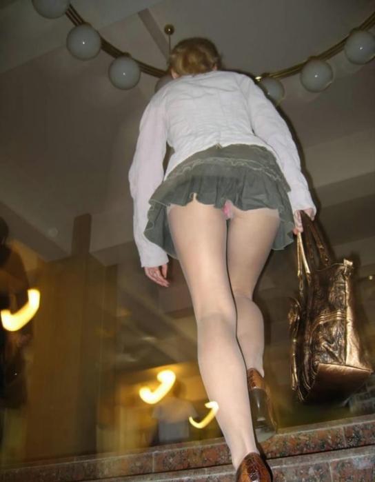 младшего программиста взгляд под юбку фото что