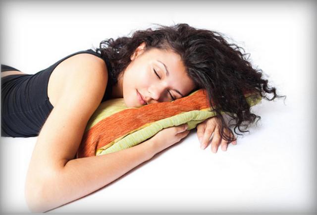 Когда можно спать на ушках?