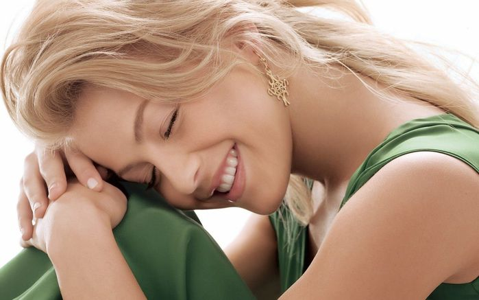 1259869_1302469769_girls_smiling_girl_027180_1 (700x437, 42Kb)