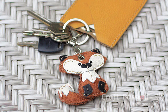 fox-leather-key-charm (588x392, 213Kb)