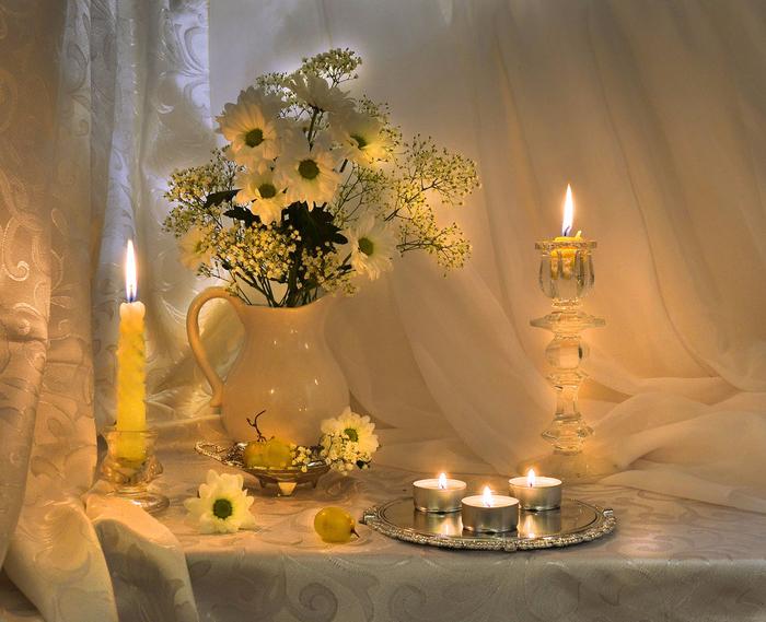 Фото натюрморт свеча с цветами
