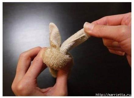 Пасхальный кролик из полотенца. Мастер-класс (6) (440x324, 54Kb)