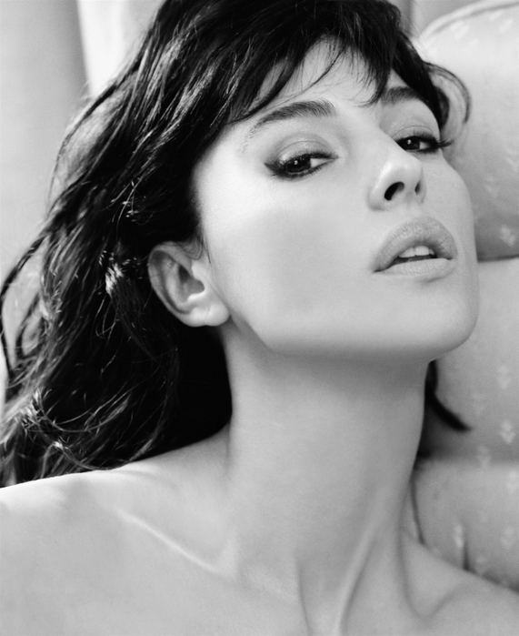 1827016_Monicabellucci9185807Ey_mini (571x700, 194Kb)