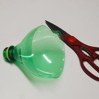 Из пластиковых бутылок - кормушка для птиц (3) (320x320, 37Kb)