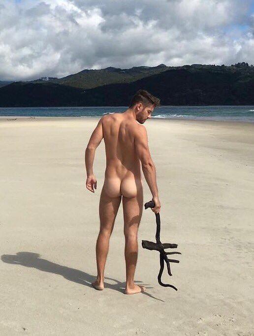 Приличное порно голые парни и девушки пляж фото