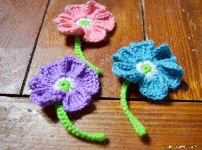 Декоративное панно с вязаными цветочками (6) (658x490, 227Kb)
