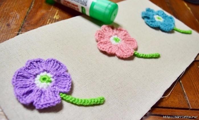 Декоративное панно с вязаными цветочками (8) (700x422, 200Kb)