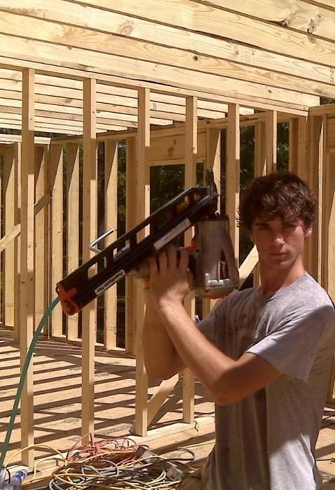 139444665 010518 2034 4 Многодетная мать сама построила дом, посмотрев обучающее видео