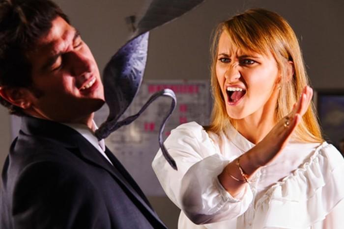 Что же делать подчиненной, если начальник пристает на работе? 7 советов и предупреждений