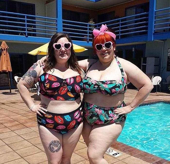 на пляже жирные бабы в купальниках кончила восемь