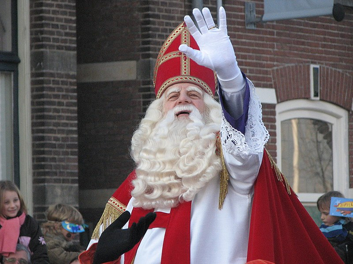 800px-Sinterklaas_arrives_in_the_Netherlands (700x525, 389Kb)