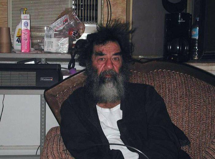 Arestovannyj-Saddam-Husejn.-Irak.-13-dekabrya-2003-g. (700x518, 58Kb)
