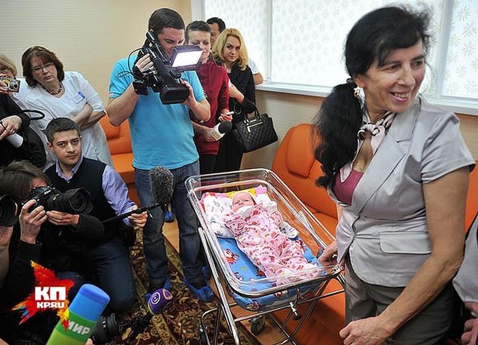 «Я не Алла Пугачева»: москвичка в 60 лет родила девочку