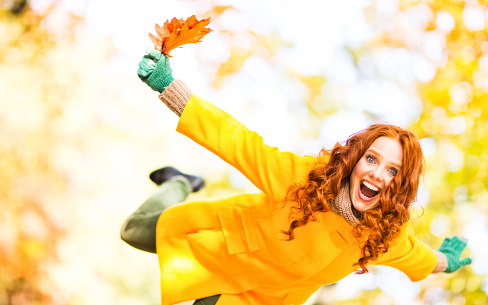 Autumn_Redhead_girl_Joy_Foliage_534320_2560x1600 (700x437, 306Kb)