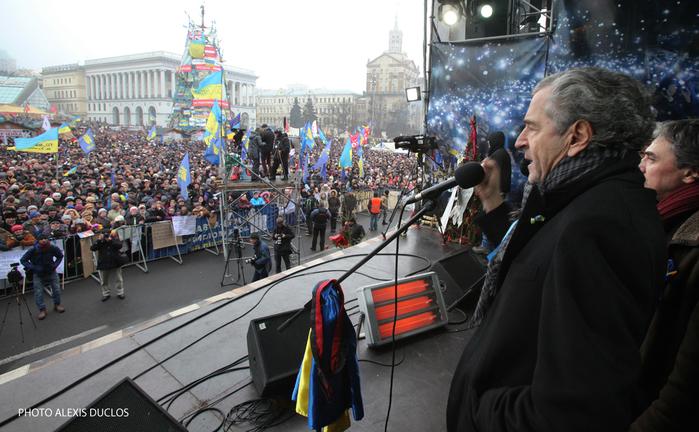 PCN-TV-BHL-ment-à-Kiev-2014-02-10-FR-1 (700x432, 337Kb)