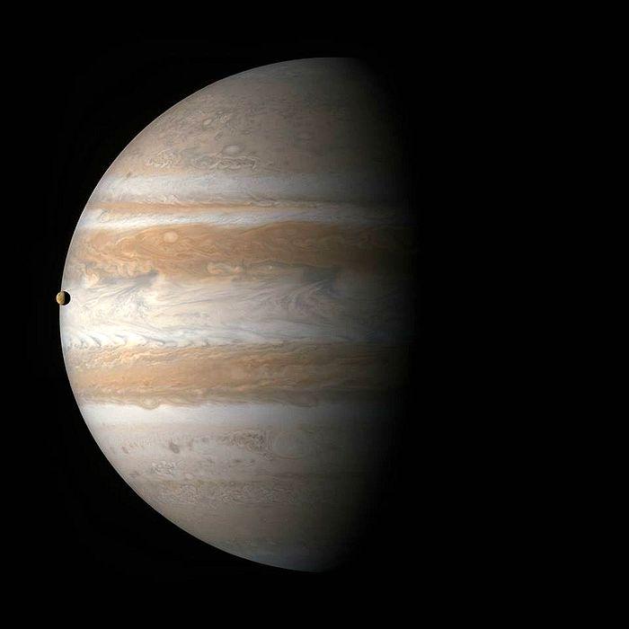 фото юпитера через телескоп из-за майки