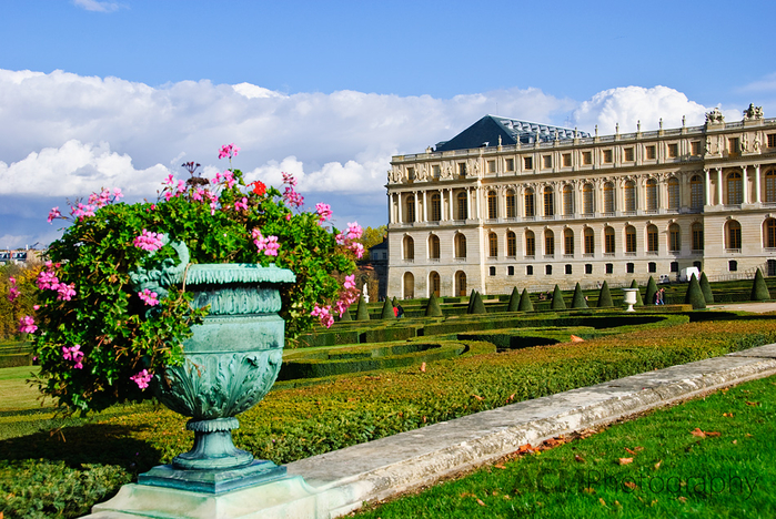 gardens-and-chateau-versailles-france (700x468, 536Kb)