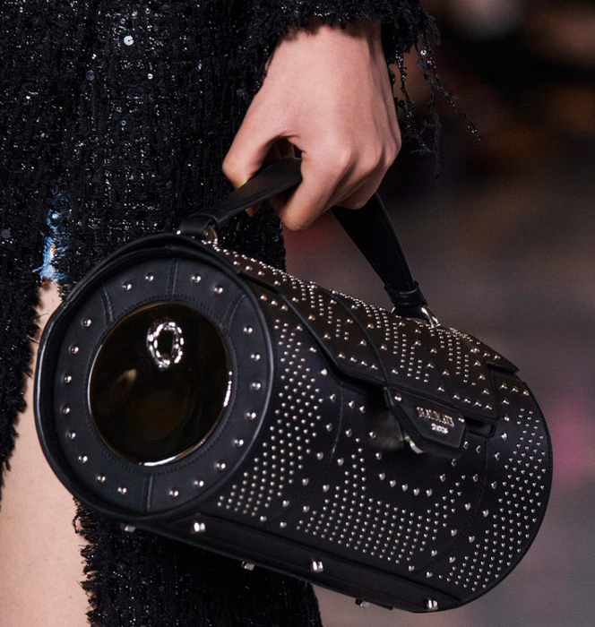 79e8db05e7a7 Круглая сумка формы Boombox и модные тренды. Обсуждение на ...