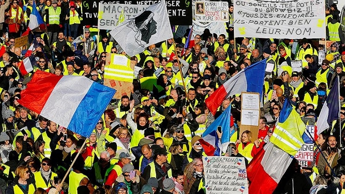 2018-12-15T112511Z_2025039046_RC18F9C9D340_RTRMADP_3_FRANCE-PROTESTS (700x393, 451Kb)