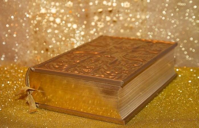 10 книг, которые сделали их авторов миллионерами