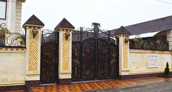 krasivye-kovanye-vorota-v-landshaftnom-dizajne-15 (700x375, 342Kb)