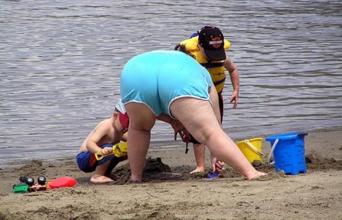 Люди, которые не стесняются на пляже: 50 фото, порвавших сеть