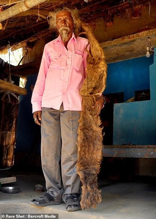 Житель Индии 40 лет не стригся и не мыл голову