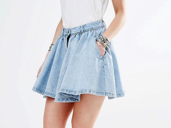 С чем носить джинсовую юбку: актуальные образы и сочетания