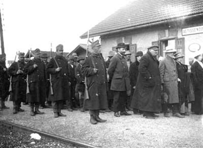 Когда и где появились первые концлагеря