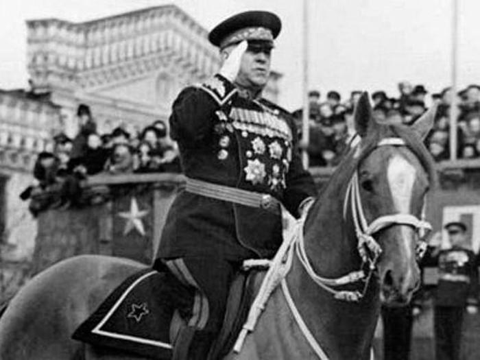 Как маршал Жуков упал с коня на параде Победы