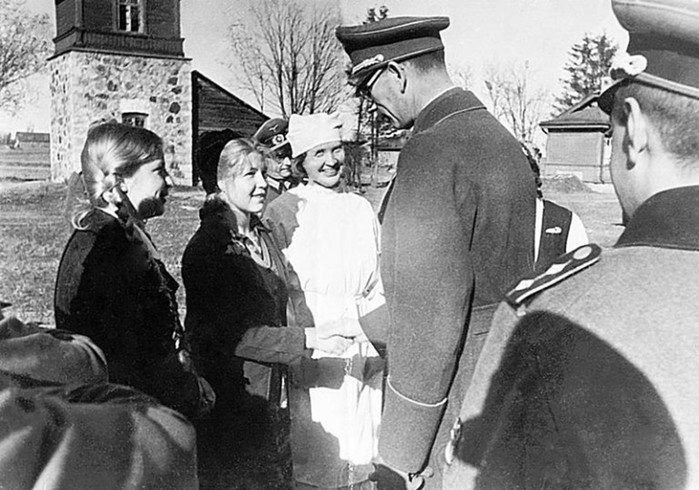 Какой из женщин генерала Власова повезло больше остальных