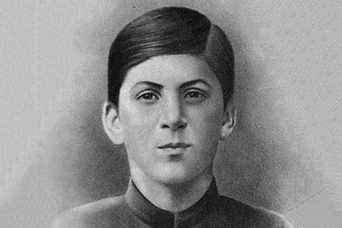 Почему Сталин-Джугашвили не стал священником