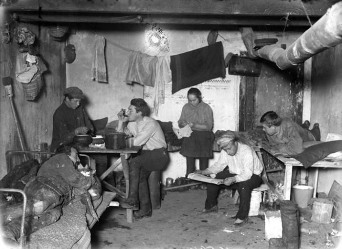 Зачем советские люди селились в общественных туалетах