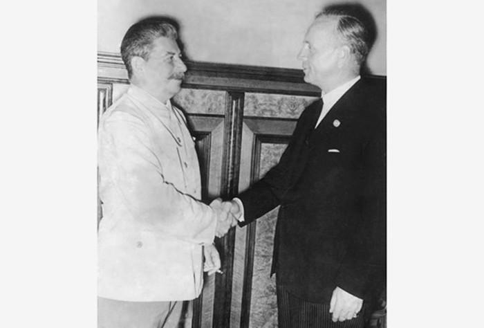 Почему Сталин незахотел остановить Гитлера