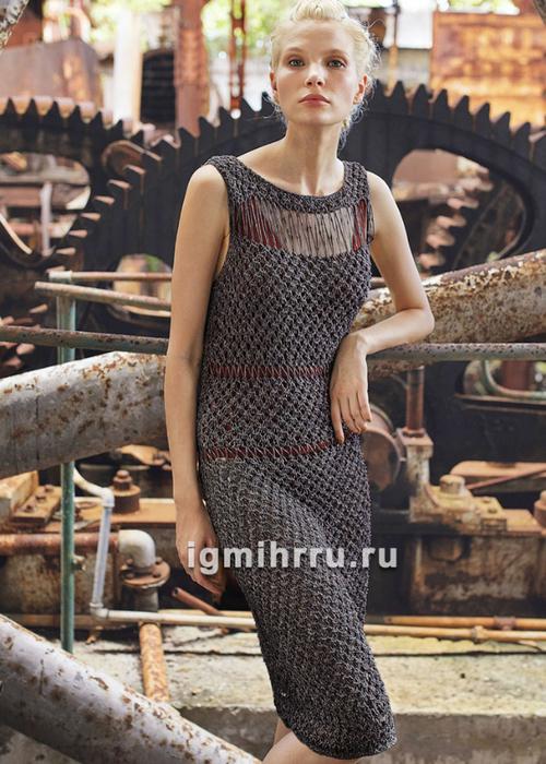 Платье-футляр с узорами из спущенных и перекидных петель. Вязание спицами