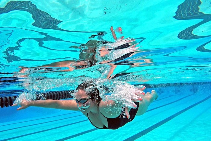 Пловчиха дисквалифицирована из-за слишком открытого купальника