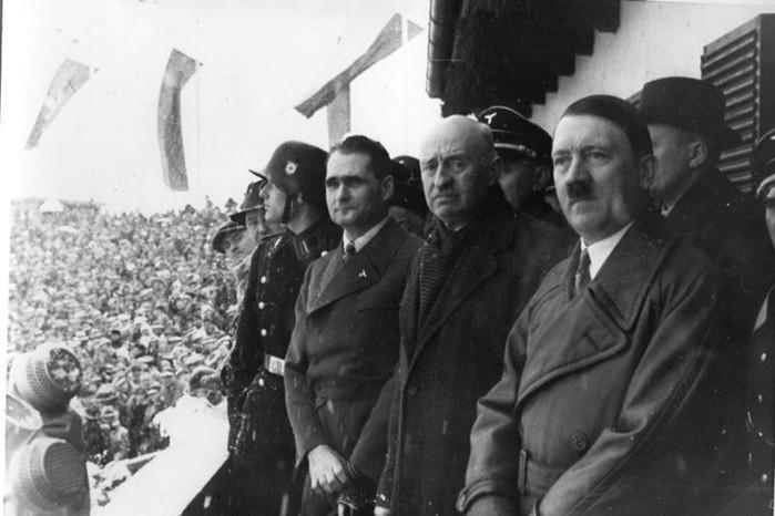 Почему Гитлер стал уважать Сталина и восхищаться им