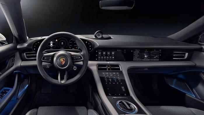 Porsche Taycan: первый полностью электрический автомобиль компании