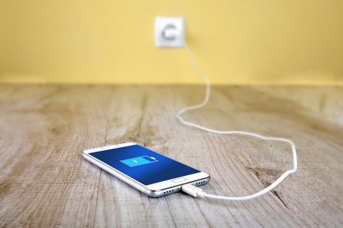 Девочка умерла, оставив заряжаться смартфон у изголовья