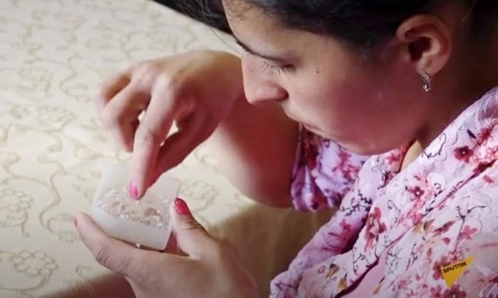 Состав кристаллов, которыми плачет 22 летняя армянка