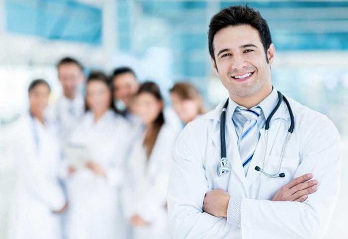 Самой дефицитной профессией является врач