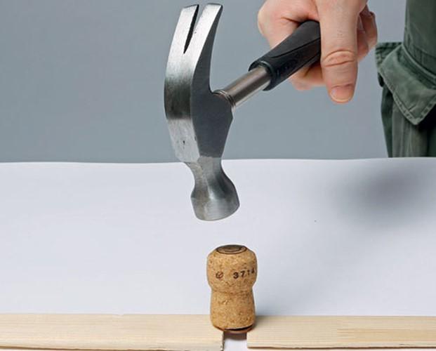 Без фокусов: как пробить монету швейной иглой